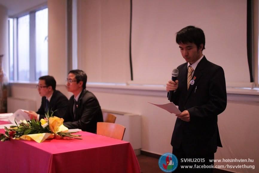Tác giả Trần Đình Tuấn trình bày bản tham luận - Ảnh: Hội Sinh viên Việt Nam tại Hungary