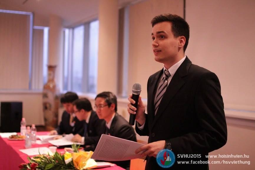 Tác giả Pálinkás Dániel trình bày bản tham luận - Ảnh: Hội Sinh viên Việt Nam tại Hungary