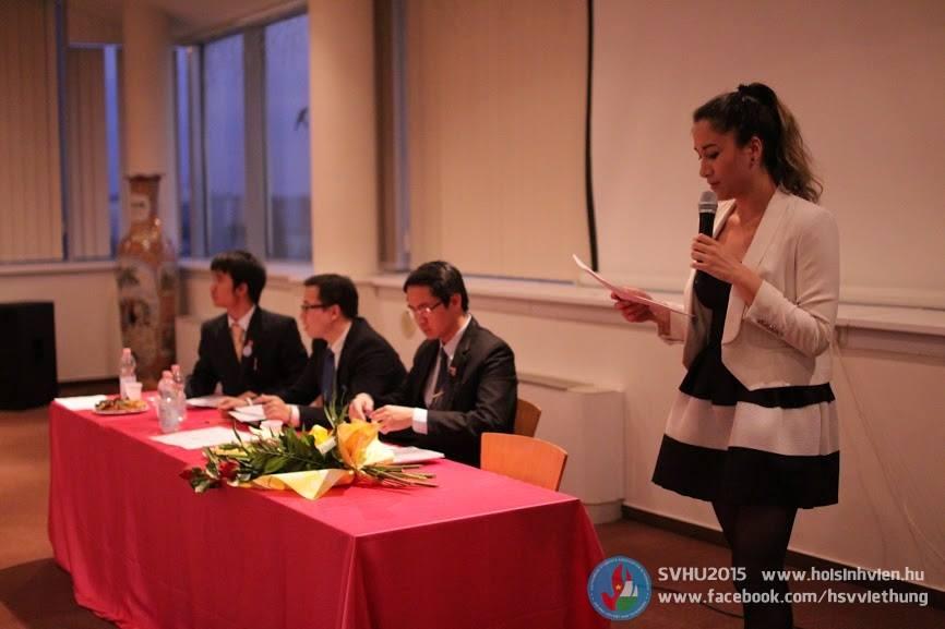 Tác giả Virág Lê Mai Lan trình bày bản tham luận - Ảnh: Hội Sinh viên Việt Nam tại Hungary