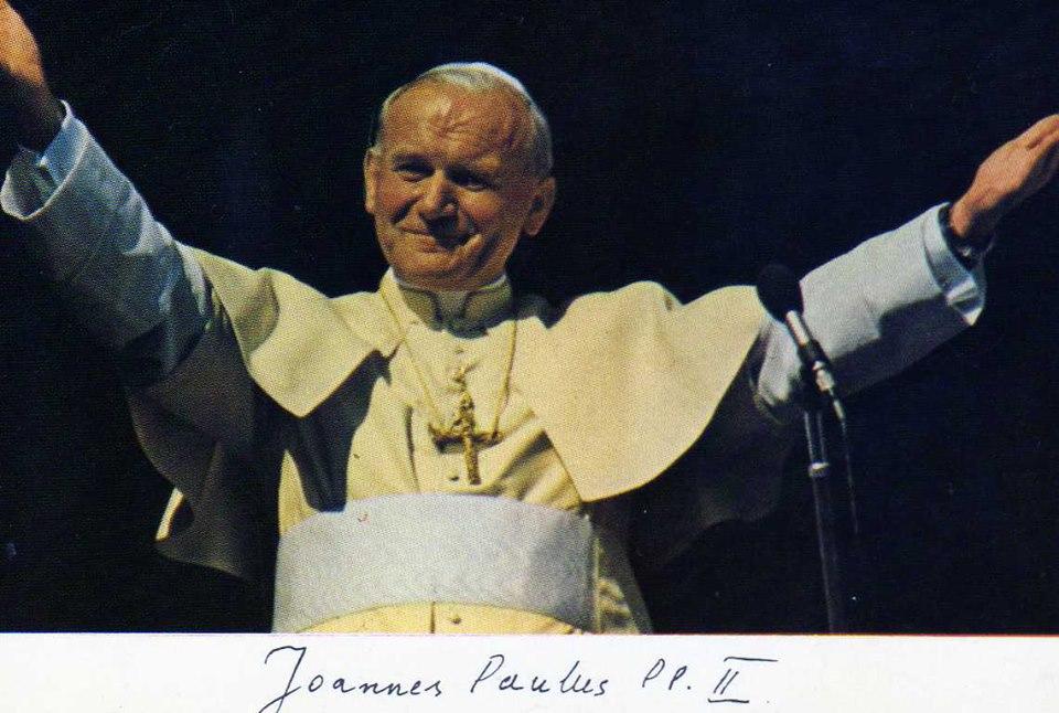 Hình ảnh và thủ bút của cố Đức Giáo hoàng Gioan Phaolô Đệ nhị