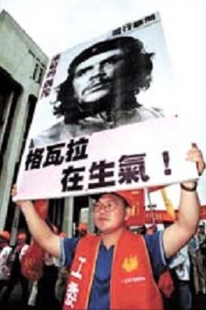 Công nhân Đài Loan xuống đường đấu tranh đòi quyền lợi cho giới thợ - Ảnh: Internet