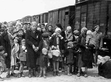 Dân gốc Do Thái của Hungary bị chở đến Trại tử thần Auschwitz-Birkenau (ngày 26-5-1944) - Ảnh tư liệu