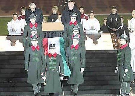 """Tang lễ Puskás Ferenc tại sân vận động mang tên ông - Ảnh: Németh F., Czagány B., Meggyesi B., Mirkó I. (""""Thể thao Dân tộc"""")"""