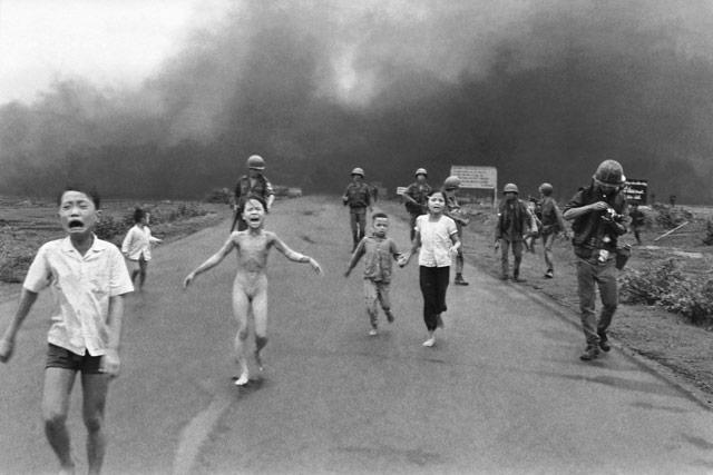 """""""The Terror of War"""" (Nỗi kinh hoàng của chiến tranh) của Nick Ut"""