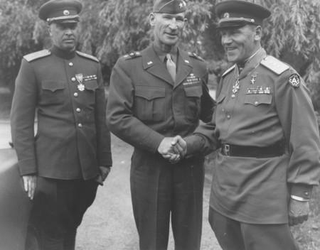 Đại tướng Alexander Gorbatov (ngoài cùng, bên phải), năm 1945 - Ảnh tư liệu