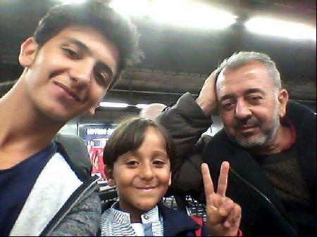 Cha con ông Osama Abdel-Mohsen Al-Ghadab - Ảnh: origo.hu