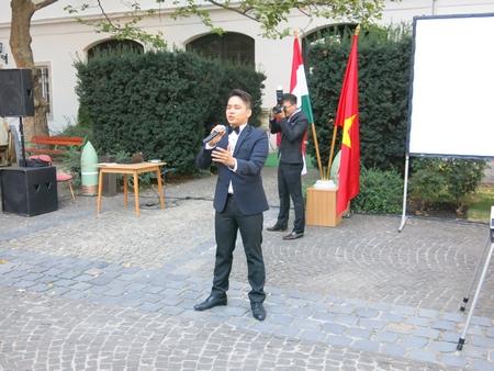 """Ca sĩ trẻ Hoàng Long trình diễn bản """"Tổ quốc tôi"""" rất nổi tiếng của Hungary"""