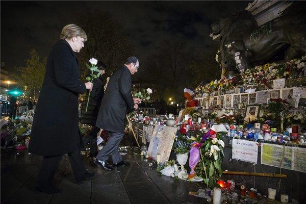 Tưởng niệm các nạn nhân của vụ khủng bố 13-11 ở Quảng trường Cộng hòa (Paris, Pháp) - Ảnh: Etienne Laurent (MAXPPP)