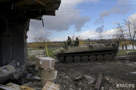 Chiến sự tại làng Vodianoe (gần Donetsk, Ukraine, tháng 4-2015) - Ảnh: Oleg Petrasyuk (EPA)