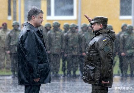Giới lãnh đạo Ukraine còn rất nhiều yếu kém, theo lời cựu điệp viên. Minh họa: Tổng thống Ukraine (tháng 4-2015) - Ảnh: Sergey Dolzheko (EPA)