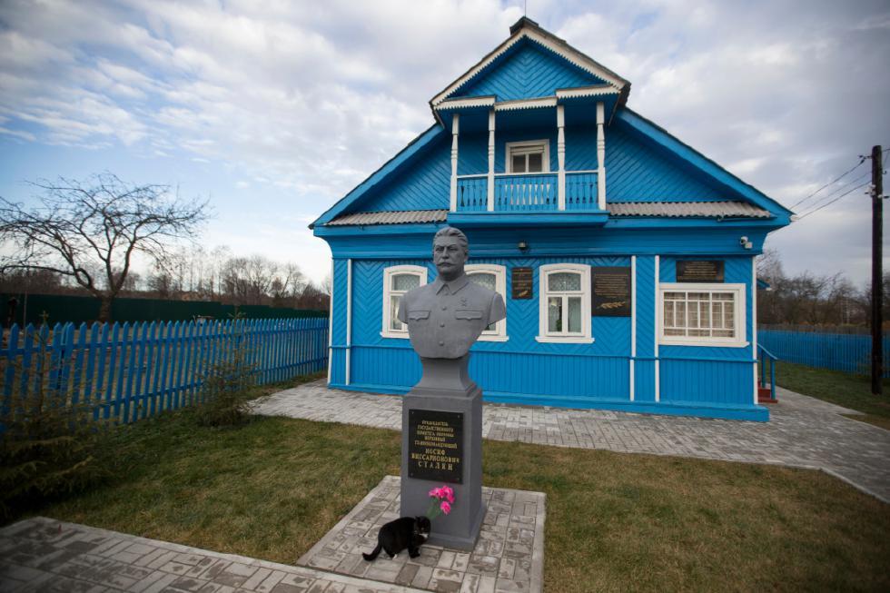 """Ngôi nhà ở Khoroshevo, phía Tây Moscow, nơi Stalin nghỉ đêm trong chuyến """"thị sát"""" mặt trận duy nhất của ông ta thời Đệ nhị Thế chiến, nay trở thành một bảo tàng nhỏ - Ảnh: Pavel Golovkin (AFP)"""