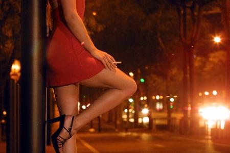 Mại dâm thời khốn khó ở Hy Lạp, vỏn vẹn với giá 4 Euro/giờ - Minh họa: zerohedge.com