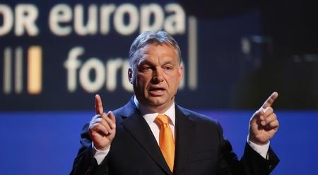 Thủ tướng Orbán Viktor, người cầm đầu nhóm chống phá Merkel, theo báo Đức