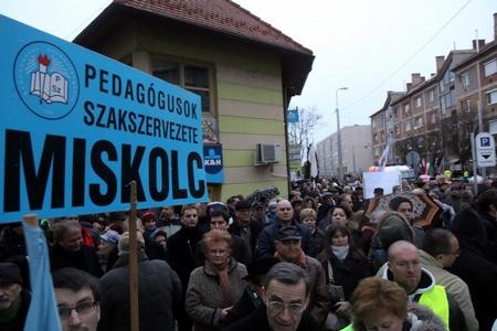 Phong trào phản kháng trong ngành Giáo dục khởi đầu từ TP. Miskolc - Ảnh: Vajda János (MTI)