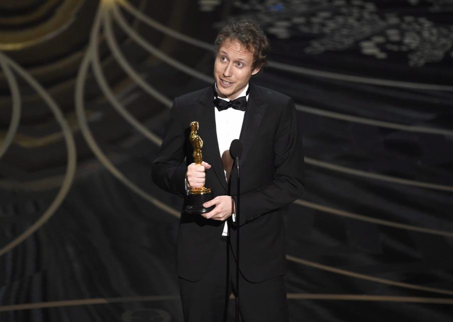 Phút đăng quang tại Nhà hát Dolby (Los Angeles, ngày 28-2-2016) - Ảnh: Chris Pizzello (AP/MTI)