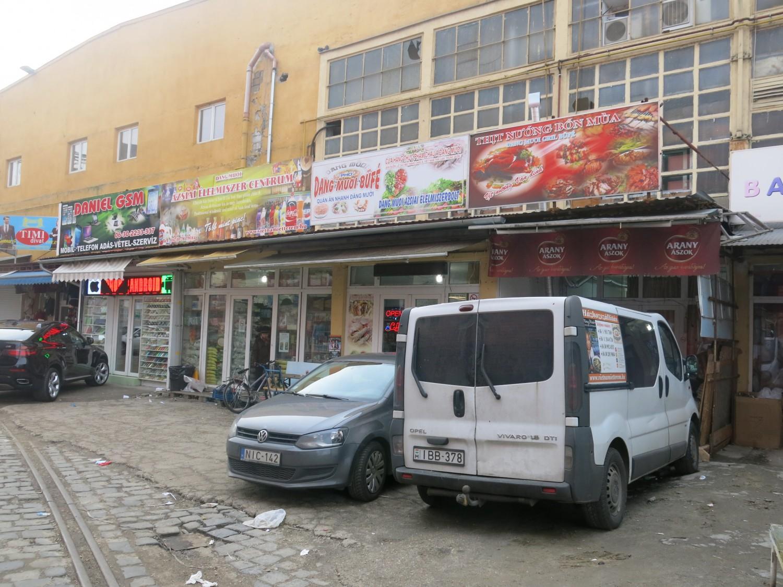 Khu chợ bán sỉ ở quận 8, tập trung rất nhiều bà con Việt Nam tại Budapest.