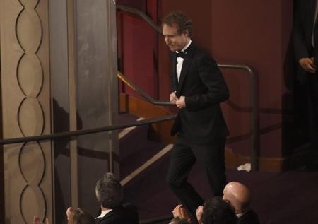 """Đạo diễn Nemes Jeles László lên nhận giải sau lời tuyên bố mà Hungary đã chờ đợi từ 35 năm nay: """"The Oscar goes to The Son of Saul"""" - Ảnh: Chris Pizzello (AP/MTI)"""