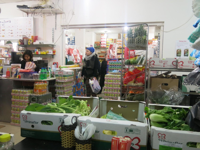 Rau xanh, trái cây luôn là mặt hàng hết rất nhanh
