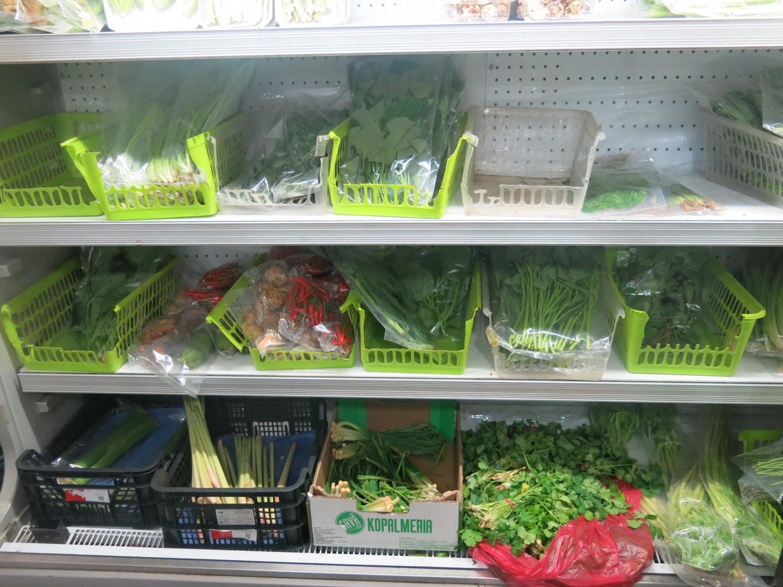 Các loại rau thơm rất sẵn tạo nên hương vị Việt nơi xa quê