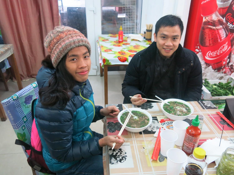Bát phở nóng hổi nơi chợ Việt cũng làm ấm lòng người xa quê