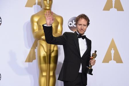 Đạo diễn Nemes Jeles László với Tượng vàng Oscar - Ảnh: Jason Merritt (Europress)