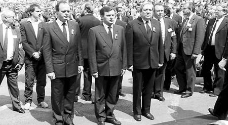 Pozsgay Imre (bên phải, ngoài cùng) cùng Medgyessy Péter và Németh Miklós, những lãnh đạo cộng sản cấp tiến trong lễtái mai táng Thủ tướng Nagy Imre (tháng 6-1989), cuộc tổng diễn tập của sự hòa hợp, hòa giải Hungary - Ảnh tư liệu