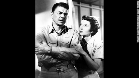 """Nam nữ tài tử đóng phim chung, """"Hellcats of the Navy"""" (1957), đó là phim cuối của Nancy"""