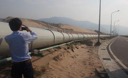 Đường ống xả thải đường kính gần 1m chạy ngầm dưới biển của công ty Formosa Hà Tĩnh: ai giám sát? - Ảnh: laodong.com.vn
