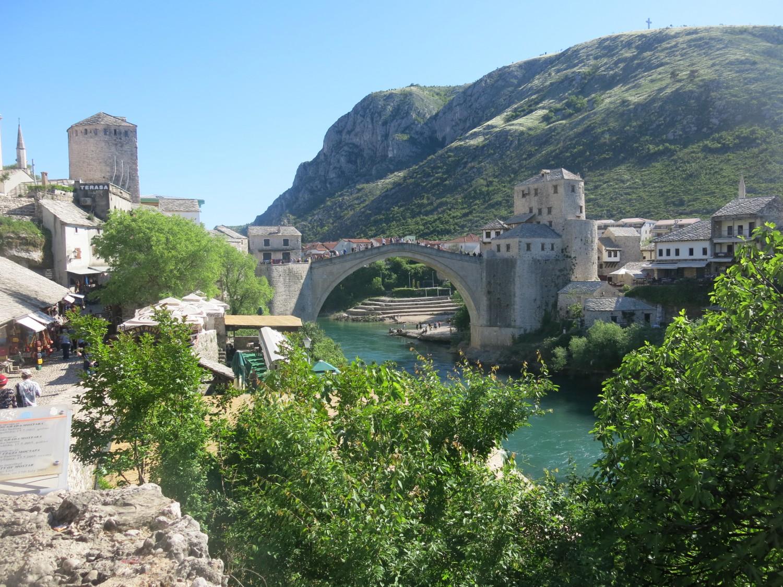 Tất cả đều nằm tại khu vực bên cây cầu cổ Stari Most...