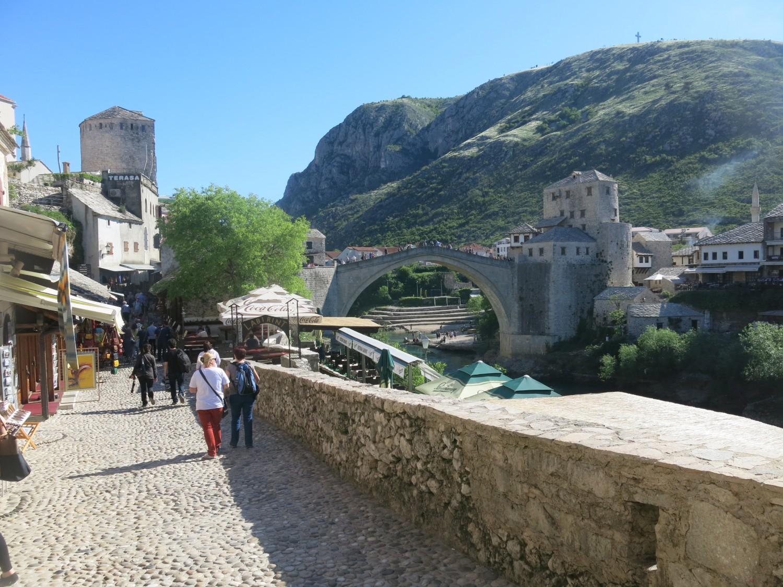 ... chứ không phải ai cũng kịp tìm hiểu, rằng đó là một nét truyền thống đặc sắc của cư dân Bosnia từng chịu nhiều khổ đau tại vùng Mostar