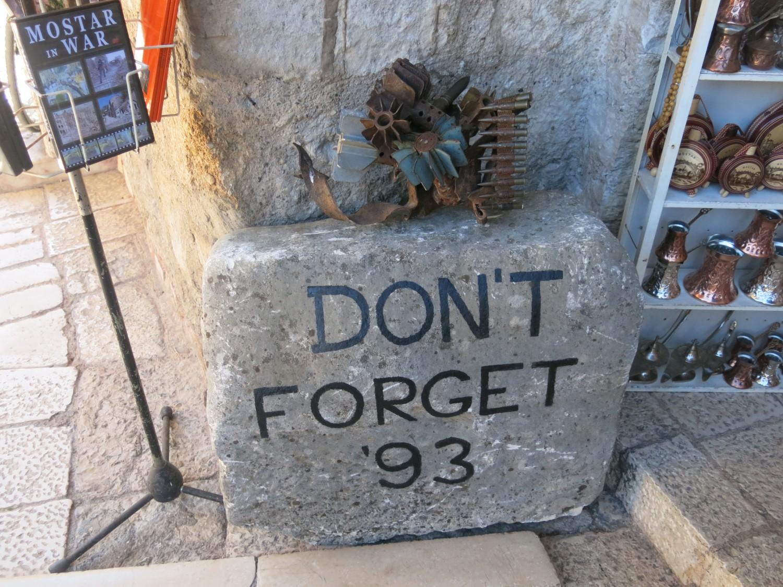 Phải chăng đó là sự nhắc nhớ đừng quên chiến tranh có thể thấy ở nhiều nơi...
