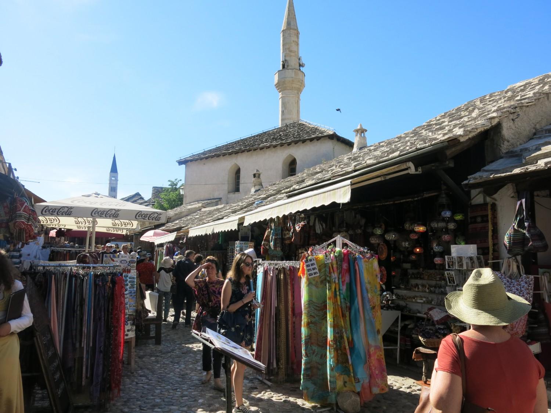 """Bầu không khí phảng phất như trong những hội chợ Ba Tư thời """"Ngàn lẻ một đêm""""..."""