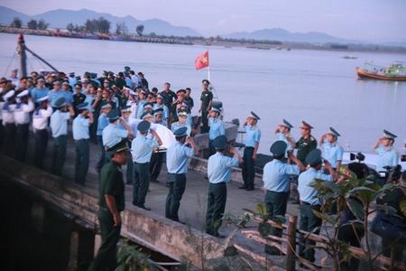 Đưa thi thể Thượng tá phi công Trần Quang Khải về với Đất Mẹ - đất nước thời bình mà không an