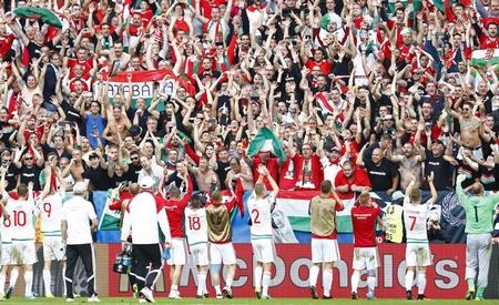 Hàng chục ngàn cổ động viên đến từ Hungary đã được thưởng thức màn trình diễn ngoạn mục của đội tuyển nước này - Ảnh: index.hu