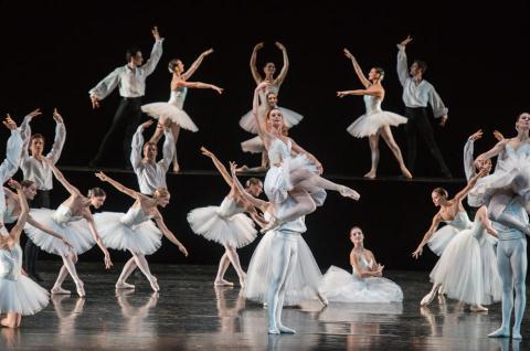 Buổi diễn của các vũ công hàng đầu thế giới được giới thiệu một cách hết sức hời hợt
