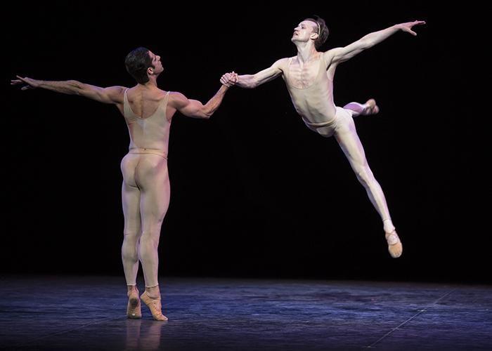 """""""Morel - Saint-Loup hay những thiên thần tranh đấu"""", một trong những cảnh pas de deux gợi cảm nhất của ballet hiện đại"""