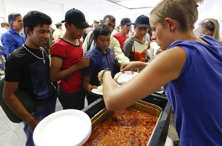 """""""Một miếng khi đói"""", điều người tỵ nạn cần ghi nhớ - Ảnh: Matthias Schrader (AP)"""