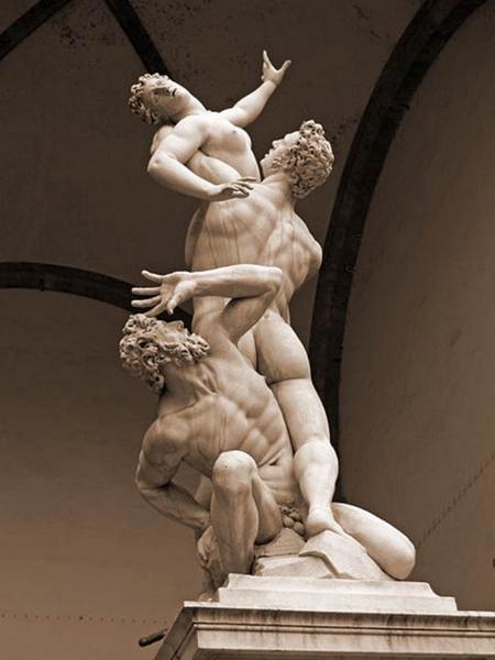 """""""Rape of the Sabine Women"""" cao 4,1 mét, Giambologna (1579–1583) tạc từ một khối đá hoa cương, hiện ở Loggia dei Lanzi (Florence), một trong những tác phẩm điêu khắc đẹp nhất thế giới - Ảnh: wiki"""