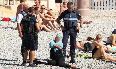 """Phụ nữ bị phạt ở Nice vì """"trang phục không tôn trọng đạo đức và thế tục"""" - Ảnh: Vantagenews.com"""