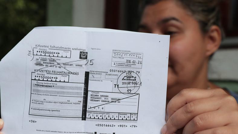 Khoản tiền biếu bác sĩ được trả lại qua đường bưu điện - Ảnh: Grnák László