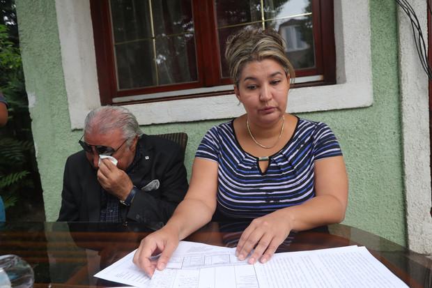 Theo chồng và con gái người đã khuất, phải có ai chịu trách nhiệm về tổn thất này - Ảnh: Balázs Béla