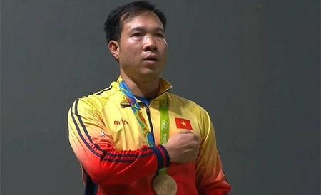 Xạ thủ Hoàng Xuân Vinh và tấm HCV lịch sử của thể thao Việt Nam - Ảnh: vnexpress.net
