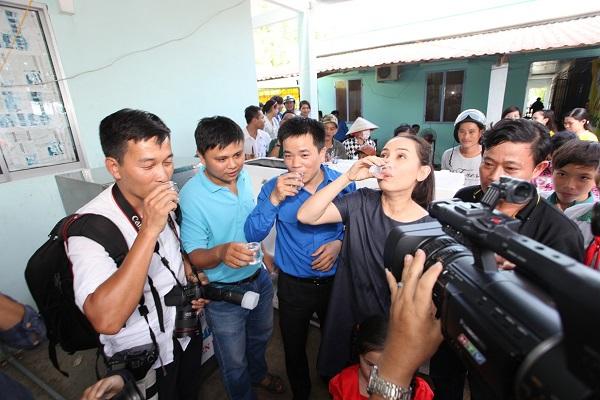 """Ca sĩ Phi Nhung trở thành """"gương mặt quảng cáo"""" trong các hoạt động của Tập đoàn Tân Hiệp Phát - Ảnh: tieudung24h.vn"""