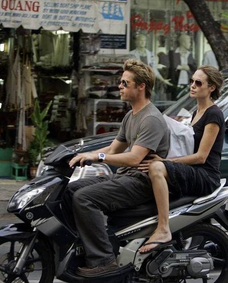 Tấm ảnh nổi tiếng chụp khi cặp đôi trong mơ của Hollywood qua thăm Việt Nam