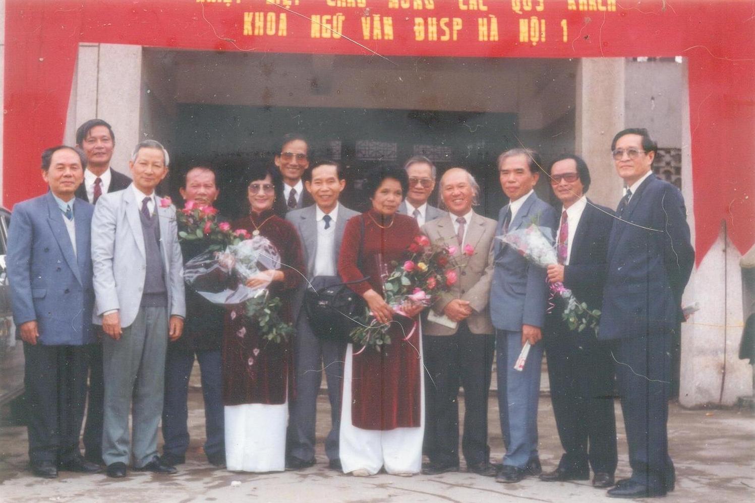 Nhóm cựu sinh viên dự bị Đại học Văn 1952-53 - Ảnh tư liệu