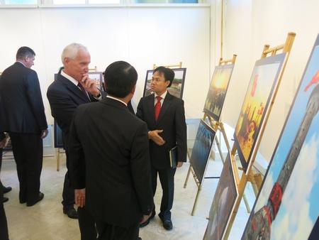 Quốc vụ khanh Bộ Ngoại giao và Kinh tế đối ngoại Hungary Mikola István thăm Triển lãm