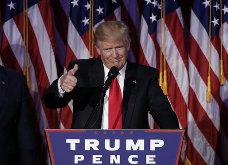 Donald Trump mừng chiến thắng tại Manhattan, New York (9-11-2016) - Ảnh: Mike Segar (Reuters)