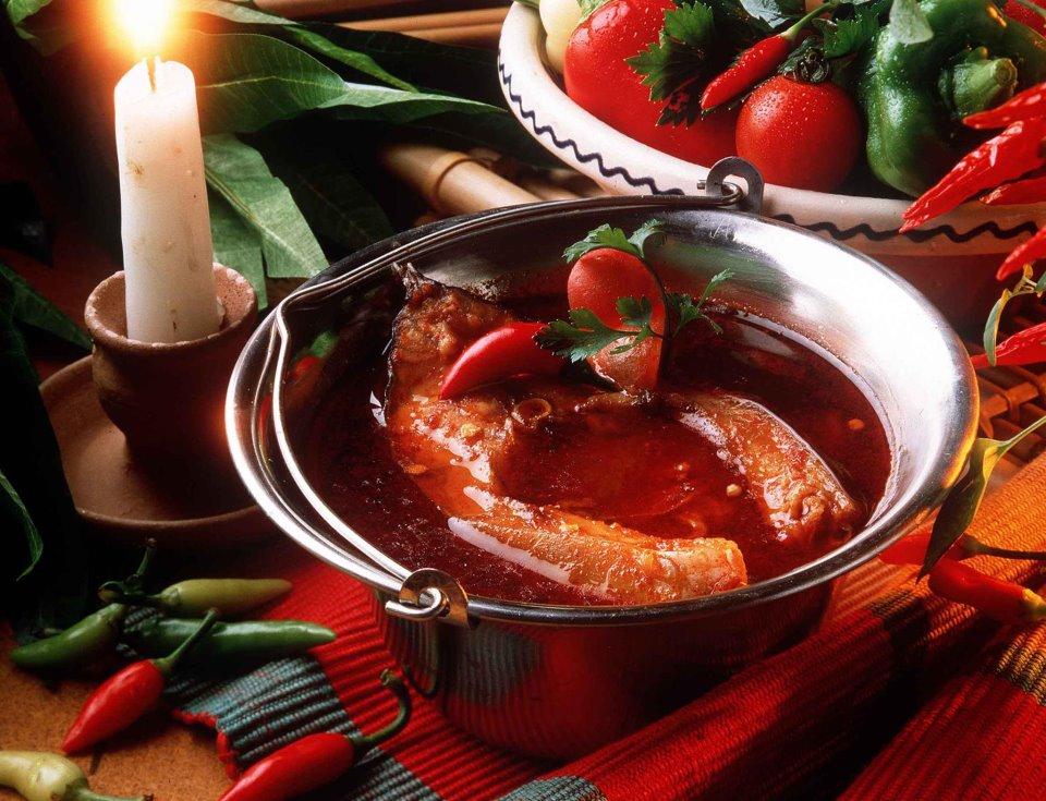 Xúp cá, món ăn không thể thiếu trong dịp Noel của các gia đình Hungary