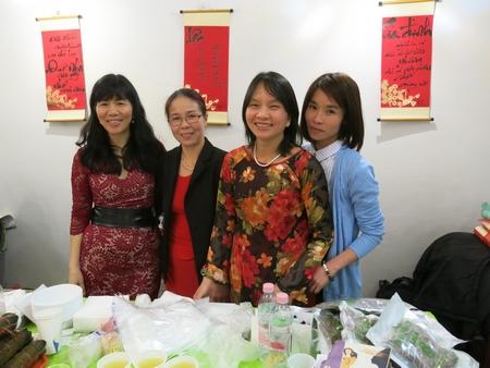 Các tình nguyện viên hoạt động từ thiện