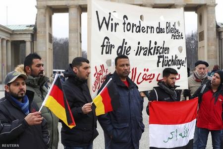 Biểu tình phản đối việc trục xuất người tỵ nạn Iraq tại Berlin, ngày 11-2-2017 - Ảnh: Fabrizio Bensch (Reuters)